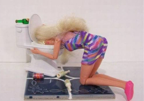 barbie_vomitando